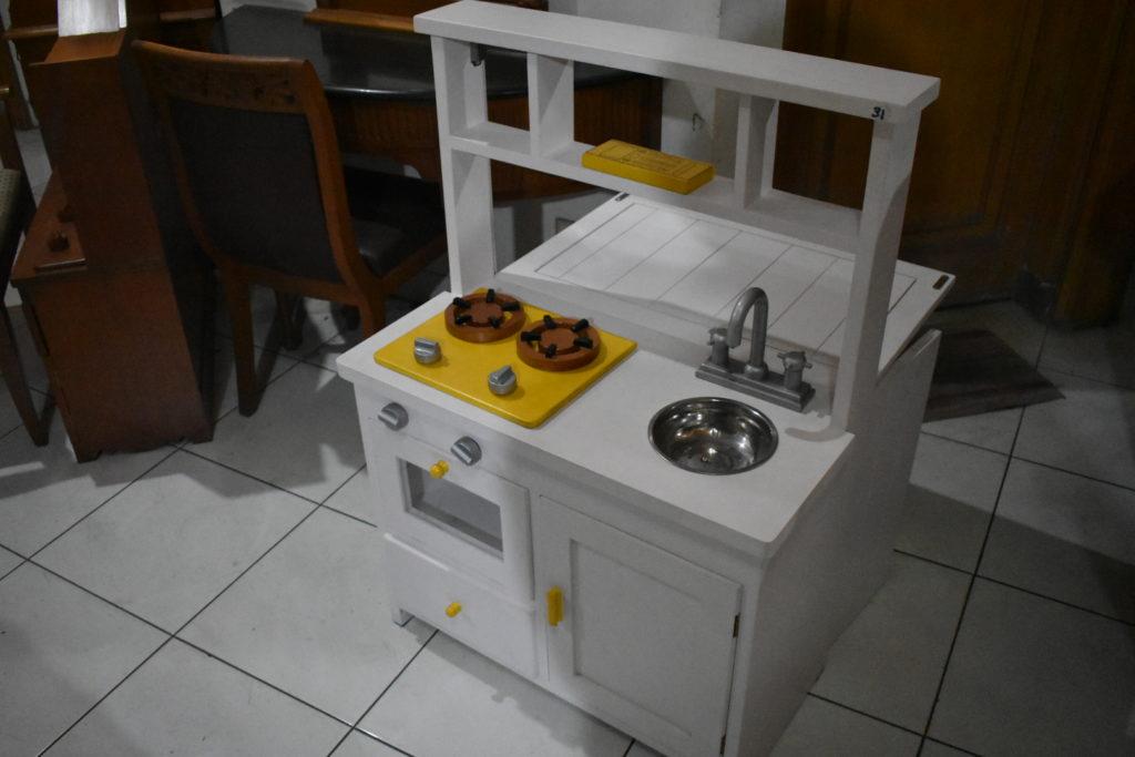 子供用のおままごとキッチン。dapur anak topandior